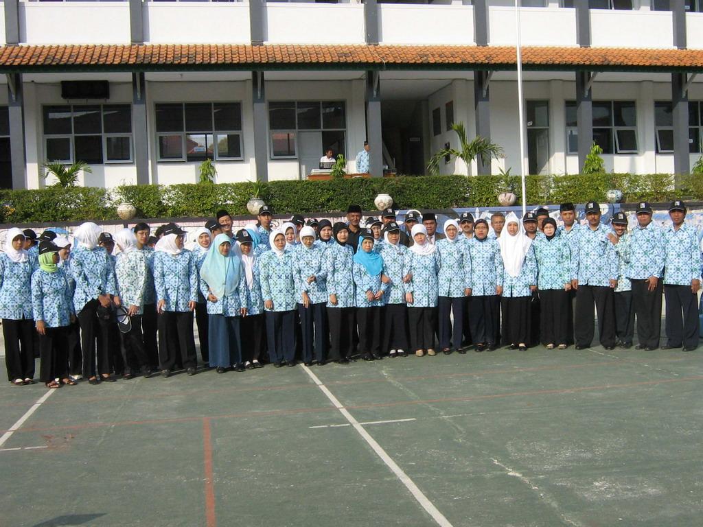 Guru dan TU SMA Negeri 3 Kuningan